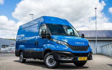 Het Marmoleumhuis - Iveco Daily 35S16a8/p